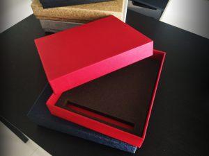 """รับทำกล่องใส่โล่รางวัล,กล่องโล่รางวัล,ผลิตกล่องโล่รางวัล,ปกป้องรางวัล,""""กล่องใส่โล่ รางวัล หุ่มกระดาษอัดลาย ,รับผลิตโล่รางวัล,"""